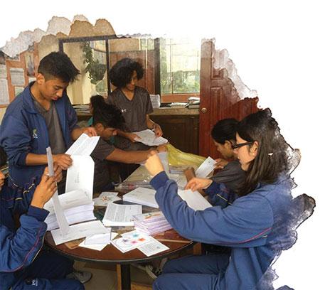 Envoi du courrier par des jeunes en Equateur