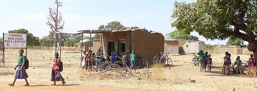 Les enfants burkinabè sur le chemin de l'école