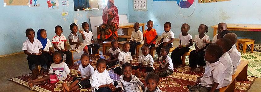 À l'école avec des enfants bénéficiaires du programme de notre partenaire comorien MAEECHA