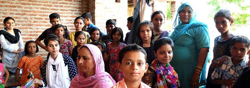 Des familles de bénéficiaires en Inde avec SARD