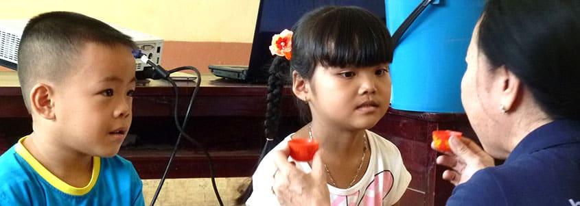 De jeunes bénéficiaires apprennent les premiers gestes d'hygiène
