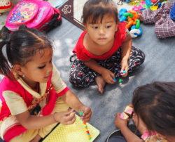 Activité d'éveil pour la petite enfance (Népal)