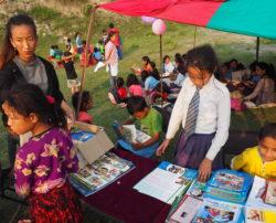 Passage du Blibliobus de Bikalpa au Népal